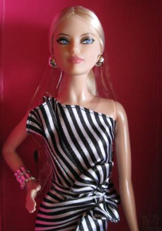 Striking in Stripes Fashion Doll Festival Mailand